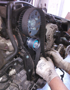 fan,drive,serpentine,timing,belt,change,replace,maintenance,repair,fix,mechanic,old,new,worn