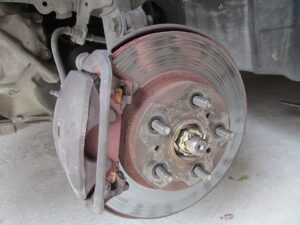 brake,car,vihecles,discs,worn,system,braking,cylinder,valves,fluid,oil,bosster,pump,pipe,hydraulic,pads,caliper
