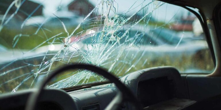 windshield,car,vehicle,crack,windows,defrost,chip,broken,heat,wind,insect,glass,transparent,dust,object,hit,rain,sealant